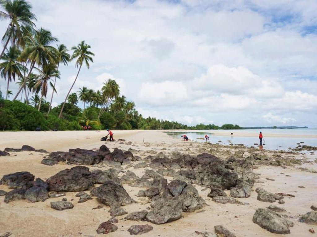 Pantai Perawan di Kepulauan Riau