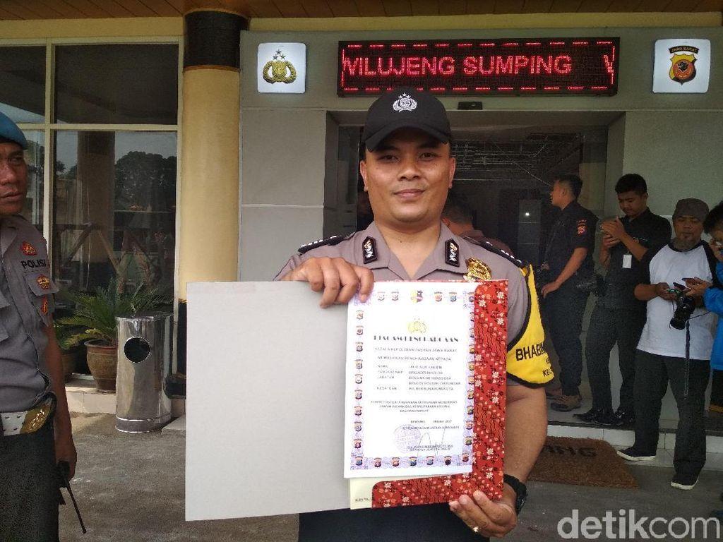 Polisi Baik Brigadir Dikri Raih Penghargaan dari Kapolda Jabar