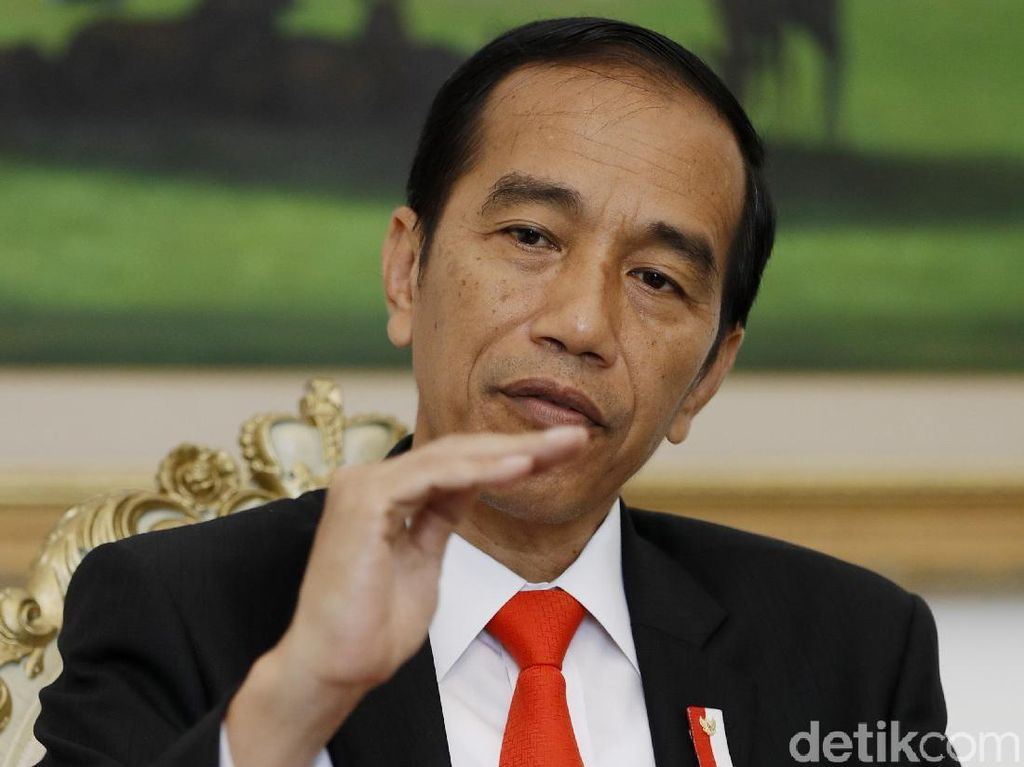 Jokowi Pangkas Tarif Tol, Biaya Logistik Bakal Turun?