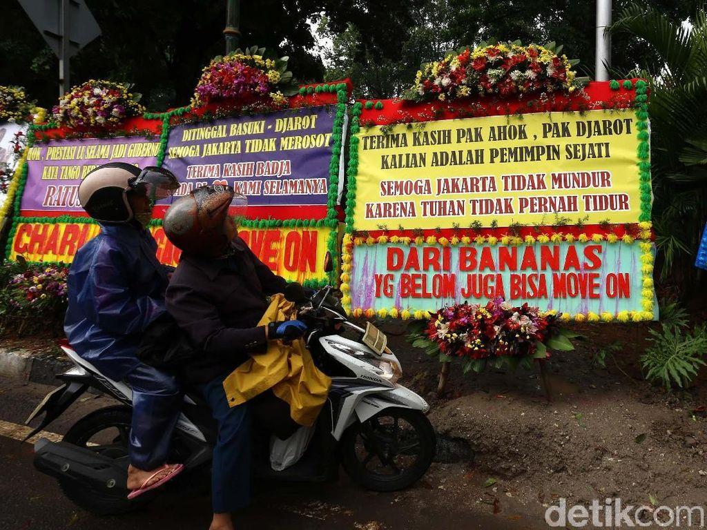 Karangan Bunga Terima Kasih Ahok-Djarot Meluber di Lapangan Banteng