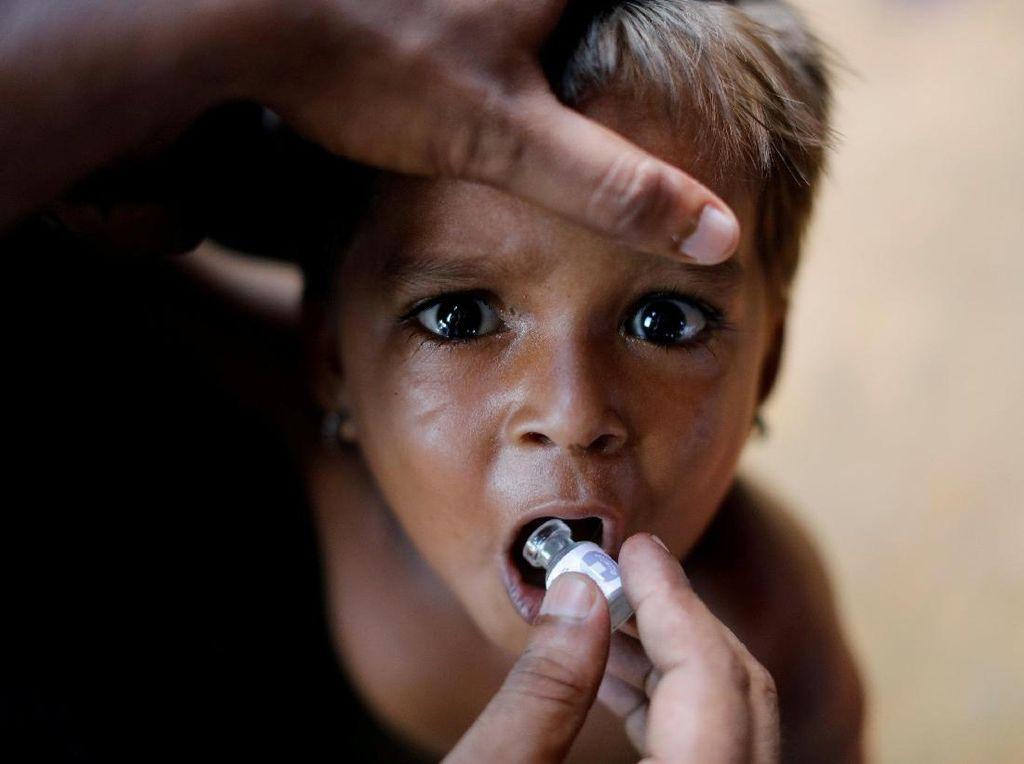 Anak Pengungsi Rohingya Dapat Vaksinasi Kolera