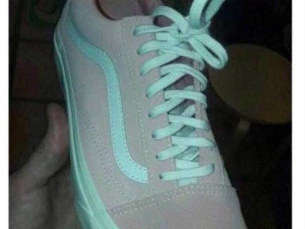 Lagi Viral, Warna Sneakers Ini Pink-Putih atau Hijau-Abu?