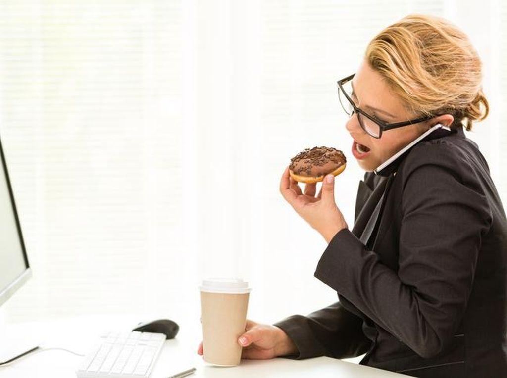 Makan Siang Tinggi Lemak, Pegawai Kantoran Rentan Terserang Penyakit Ini