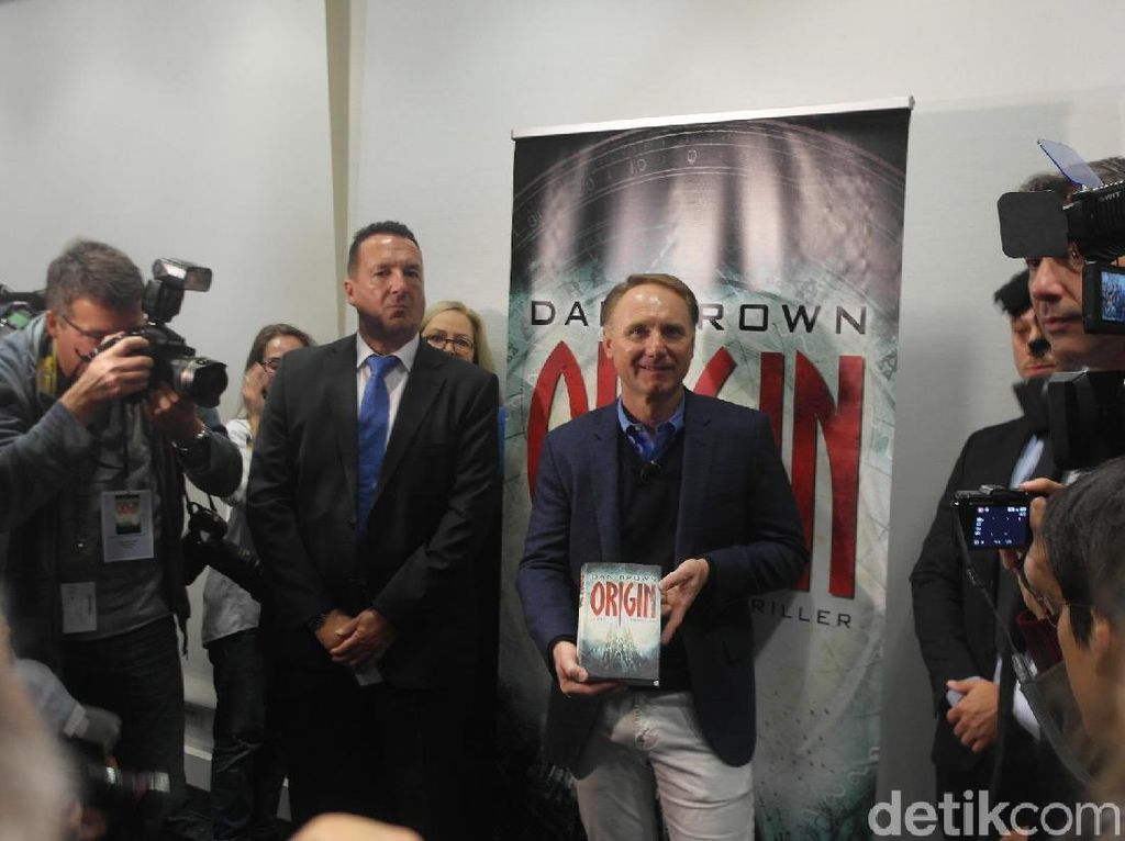 Dan Brown Buka-bukaan di Frankfurt Book Fair 2017