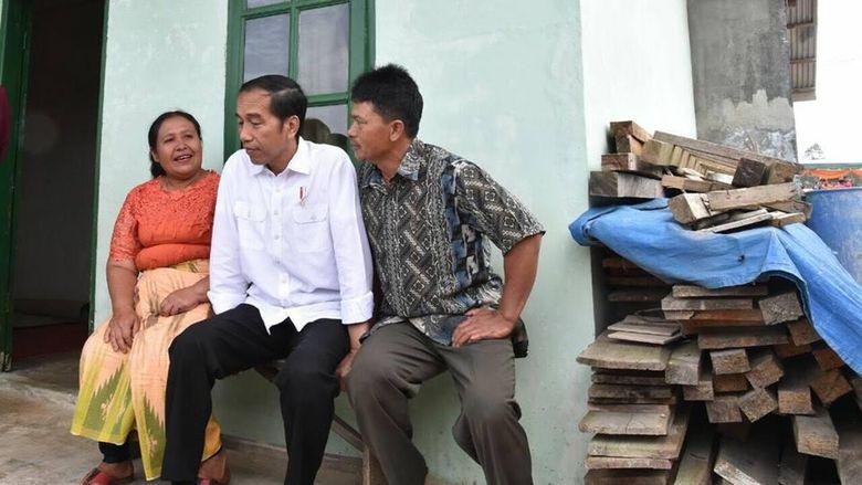 Saat Presiden Duduk Sejajar dengan Keluarga Korban Sinabung