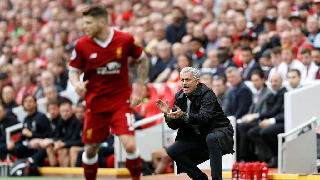 Carragher Tak Kritik Taktik Mourinho di Anfield, tapi...