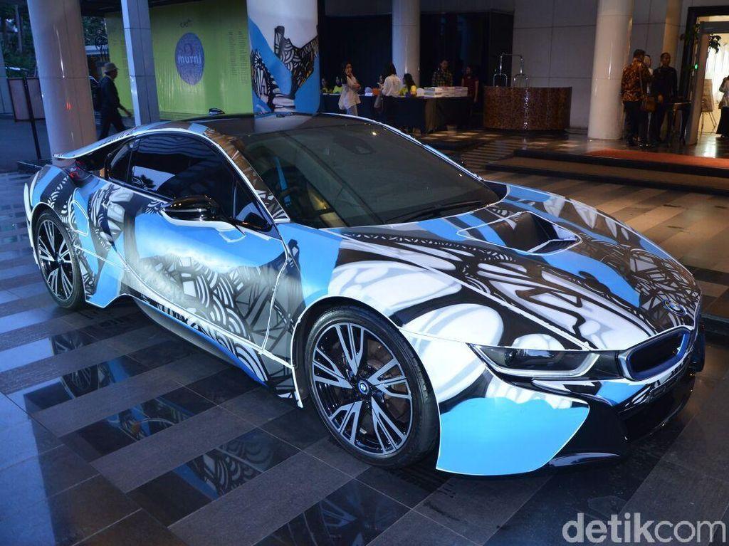 Bodi Mobil BMW i8 Dihiasi Seni Mural Darbotz