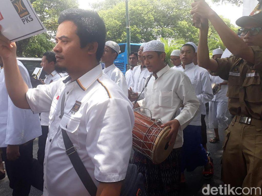 Selawat dan Marawis Iringi PKS Daftar Pemilu ke KPU