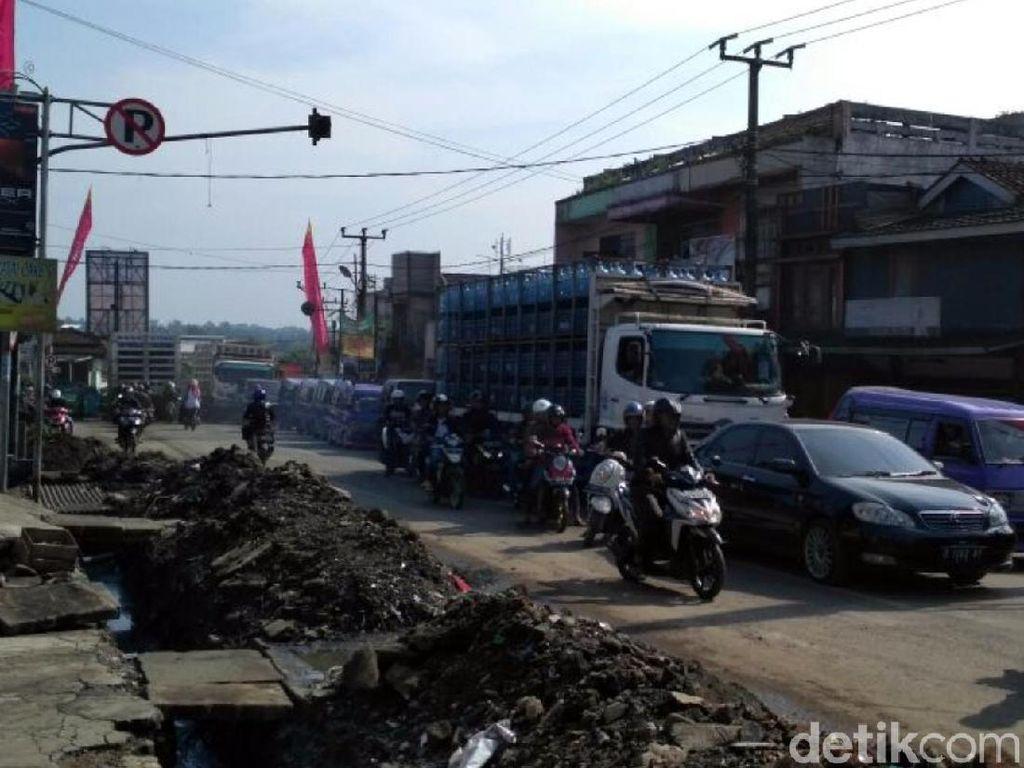 Penampakan Horor Macet Pemicu Kades Sukabumi Surati Jokowi