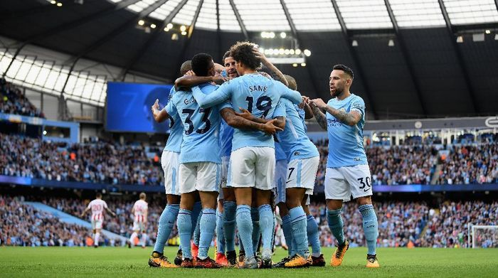 MANCHESTER, ENGLAND - OCTOBER 14:  Raheem Sterling of Manchester City celebrates scoring his sides second goal with Gabriel Jesus of Manchester City and his team mates during the Premier League match between Manchester City and Stoke City at Etihad Stadium on October 14, 2017 in Manchester, England.  (Photo by Laurence Griffiths/Getty Images)
