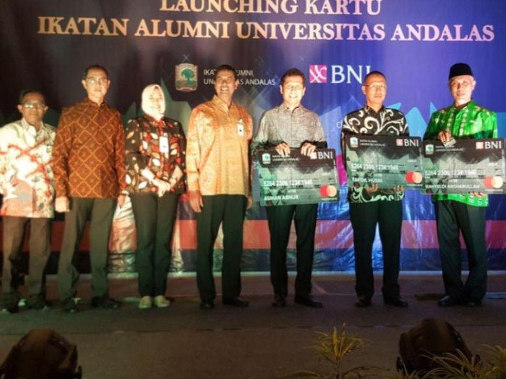 BNI Terbitkan Kartu Kombo untuk Alumni Universitas Andalas