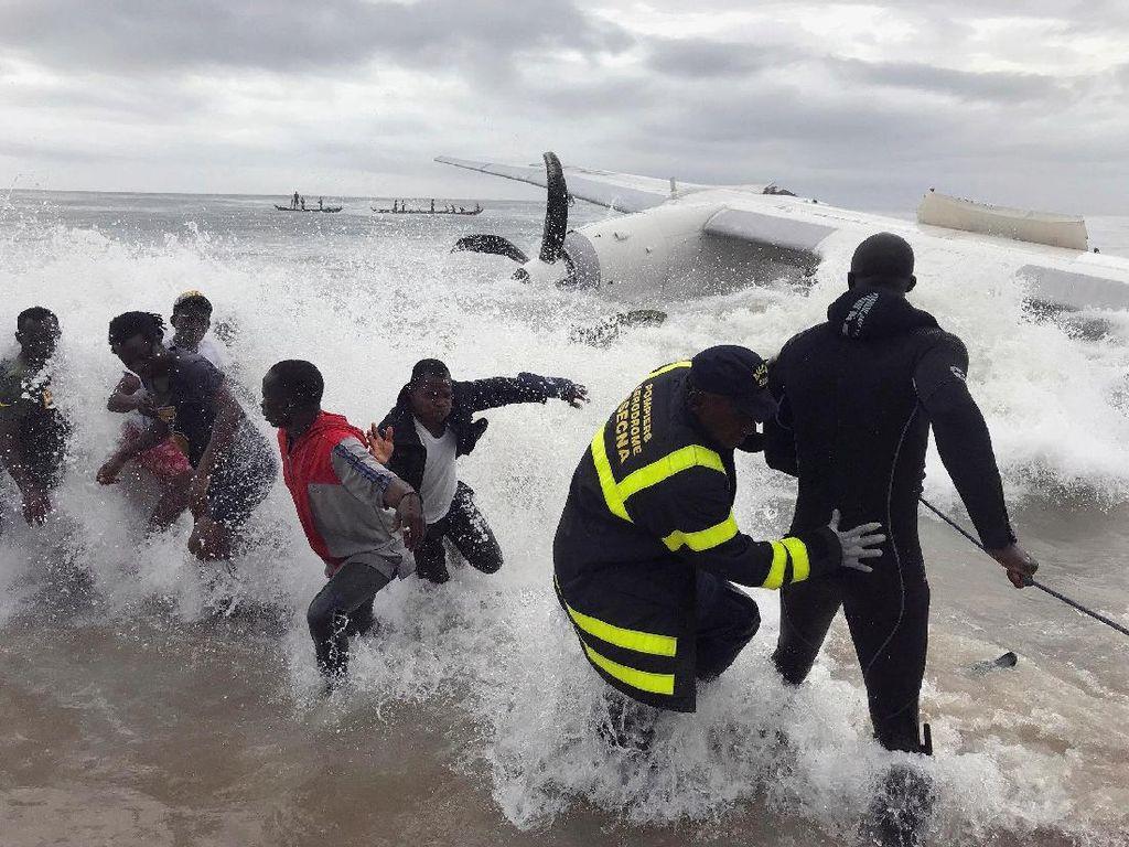 Foto: Pesawat Kargo Sewaan Tentara Prancis Jatuh di Pantai Gading