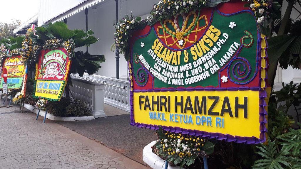 Foto: Deretan Karangan Bunga untuk Anies-Sandi, Ada dari Fahri Hamzah