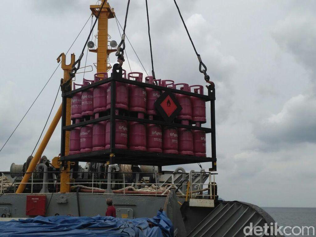 Kapal Tol Laut Bawa LPG Tiba di Natuna
