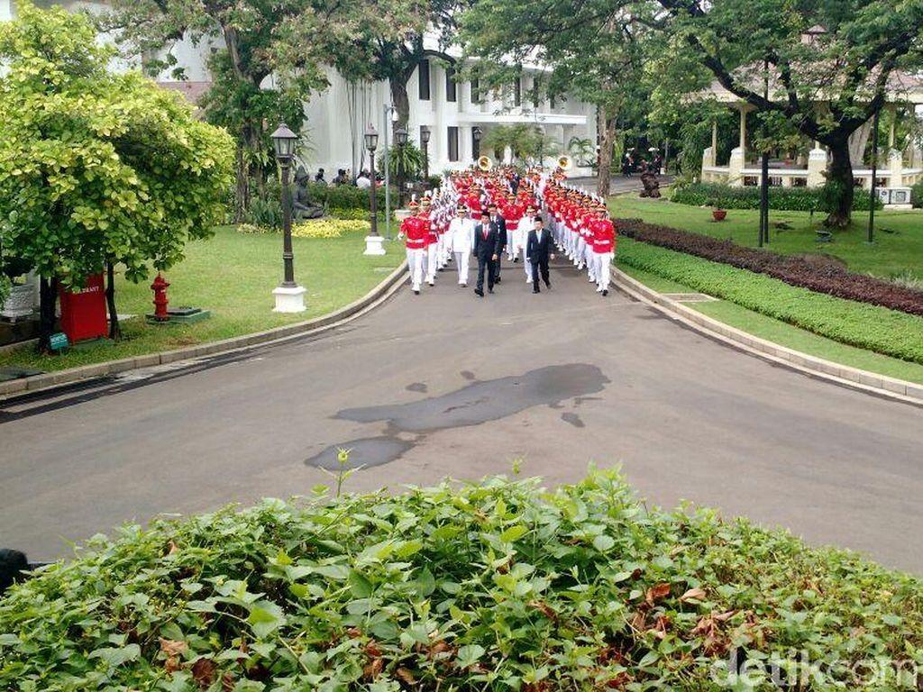 Foto: Jokowi-JK Pimpin Kirab Pelantikan Anies-Sandi di Istana
