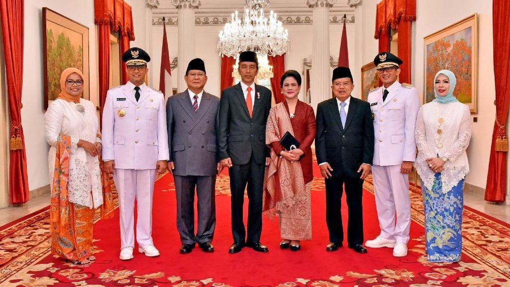 Foto: Prabowo di Antara Jokowi dan Anies