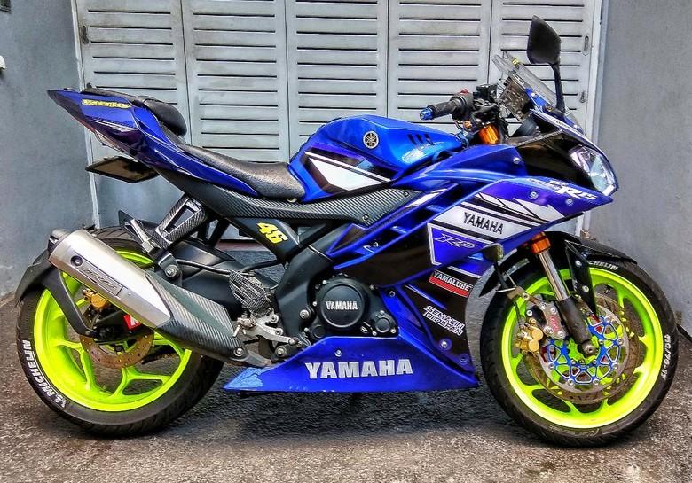 Yamaha R15 Bergaya Balap