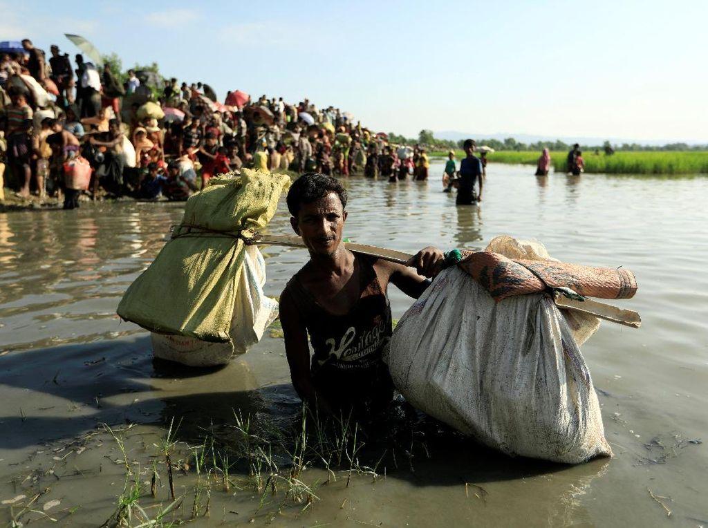 Foto : Perjuangan Pengungsi Rohingya Melintasi Perbatasan Bangladesh