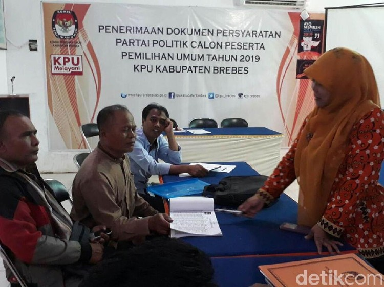 Nekat, Copy-an KTP Anggota KPU Brebes Juga Ikut Dicatut Parpol