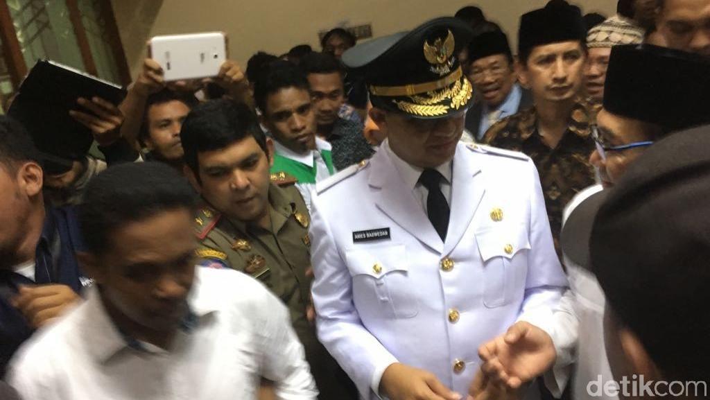 Foto: Sambutan Pendukung ke Anies-Sandi di Masjid Sunda Kelapa