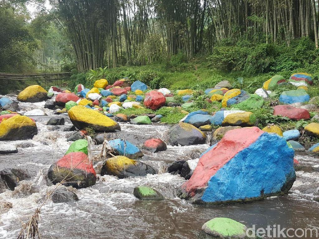 Foto: Batu Kali Dicat Warna-warni, Bagus Begini atau Alami?