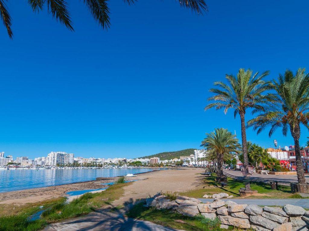 Jeli Pakai Airbnb! Ini Kisah Kamar Fiktif Rp 168 Juta di Ibiza
