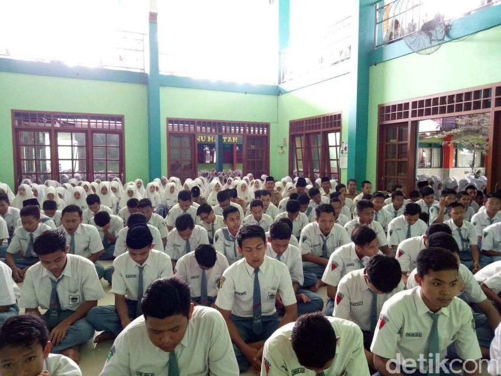 RIP Choirul Huda, Ratusan Pelajar Gelar Doa Bersama dan Sholat Ghaib