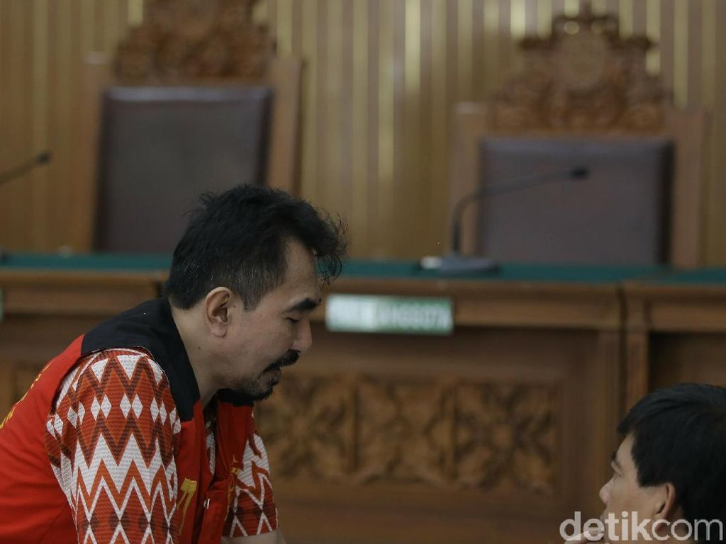 Aa Gatot Menangis Mohon Ampun di Pengadilan