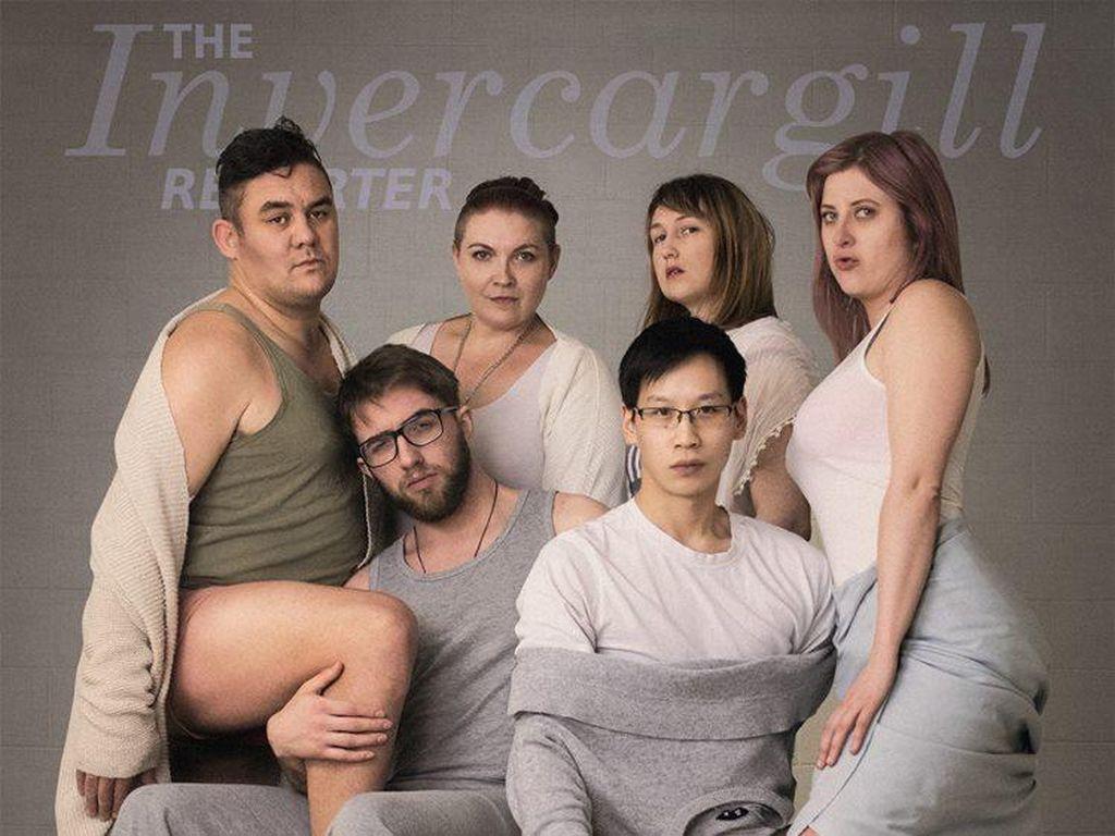 Kocak! Saat Orang Biasa Tiru Pose Seksi Keluarga Kardashian di Majalah