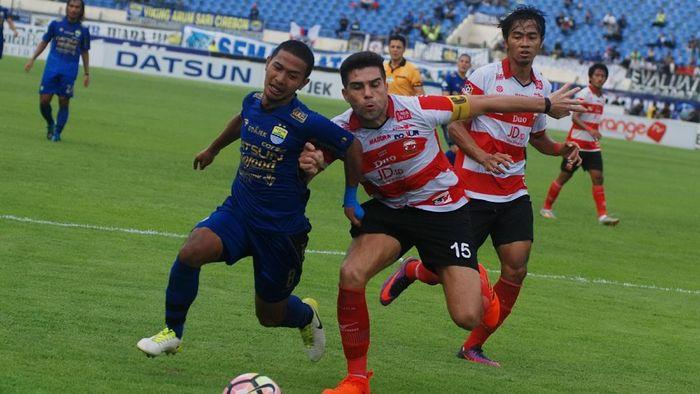 Fabiano Beltrame (kanan) saat masih bersama-sama Madura United. (Fahrul Jayadiputra/ANTARA FOTO)