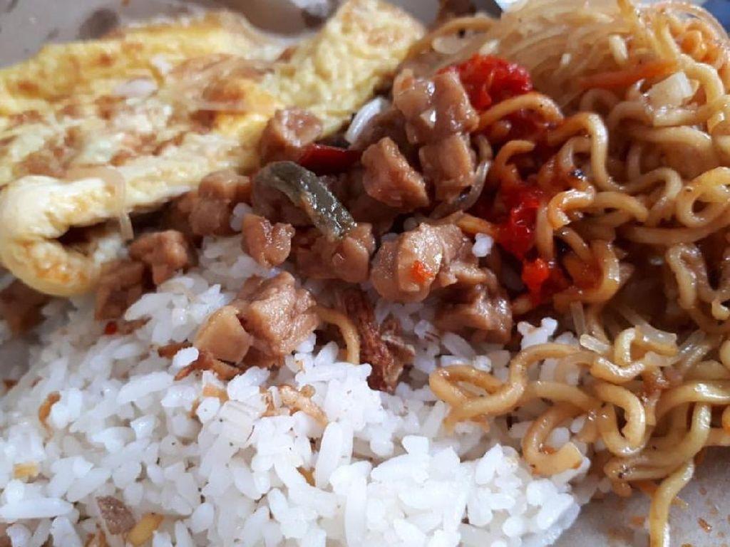 Jangan Ngiler Ya, Ini Nasi Uduk yang Jadi Sarapan Netizen