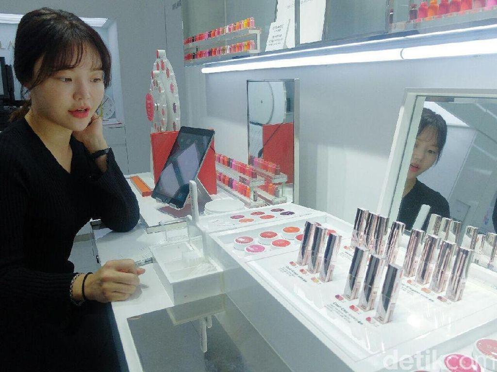 Serunya Bikin Lipstik Gradasi di Gerai Laneige Korea