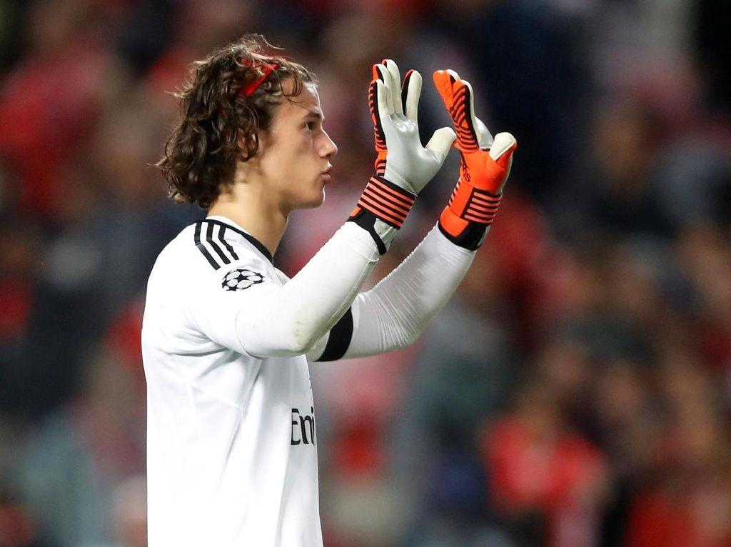 Foto: Respect! Peluk dan Dukungan Pemain MU untuk Kiper Muda Benfica
