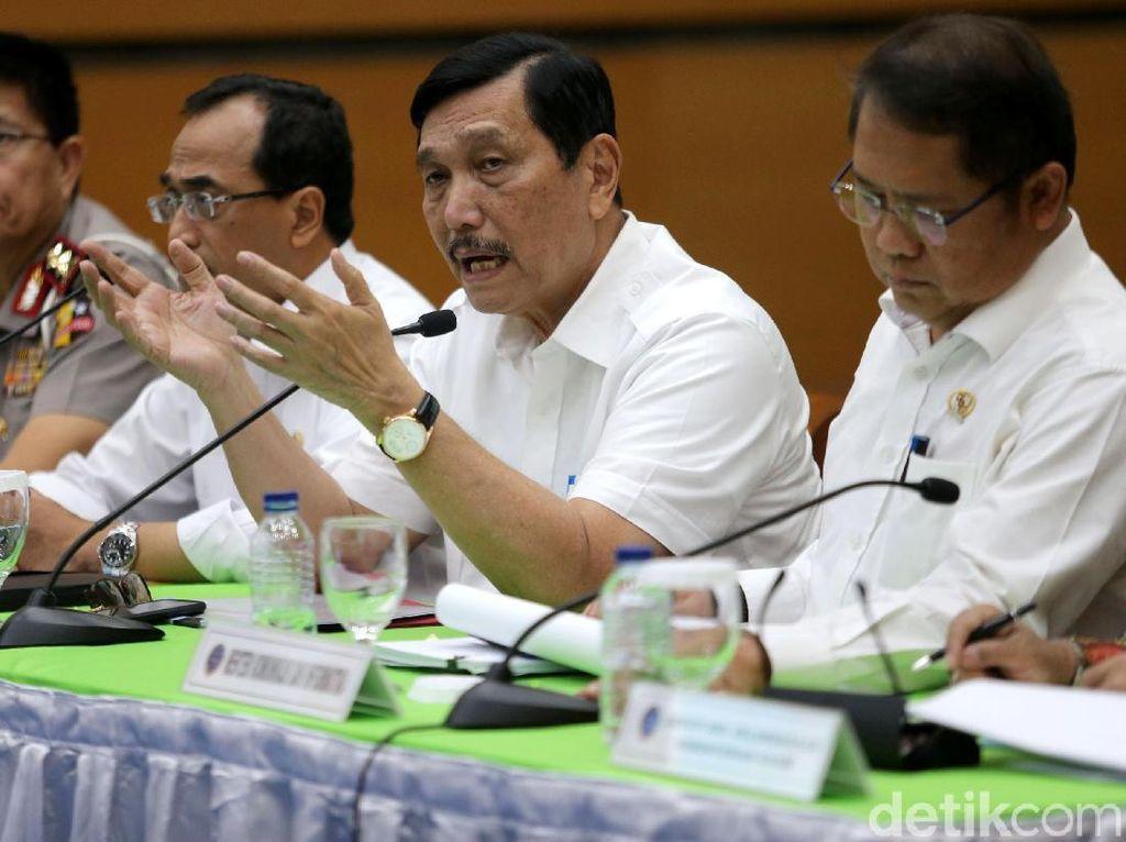 Foto: Pemerintah Umumkan Revisi Aturan Taksi Online