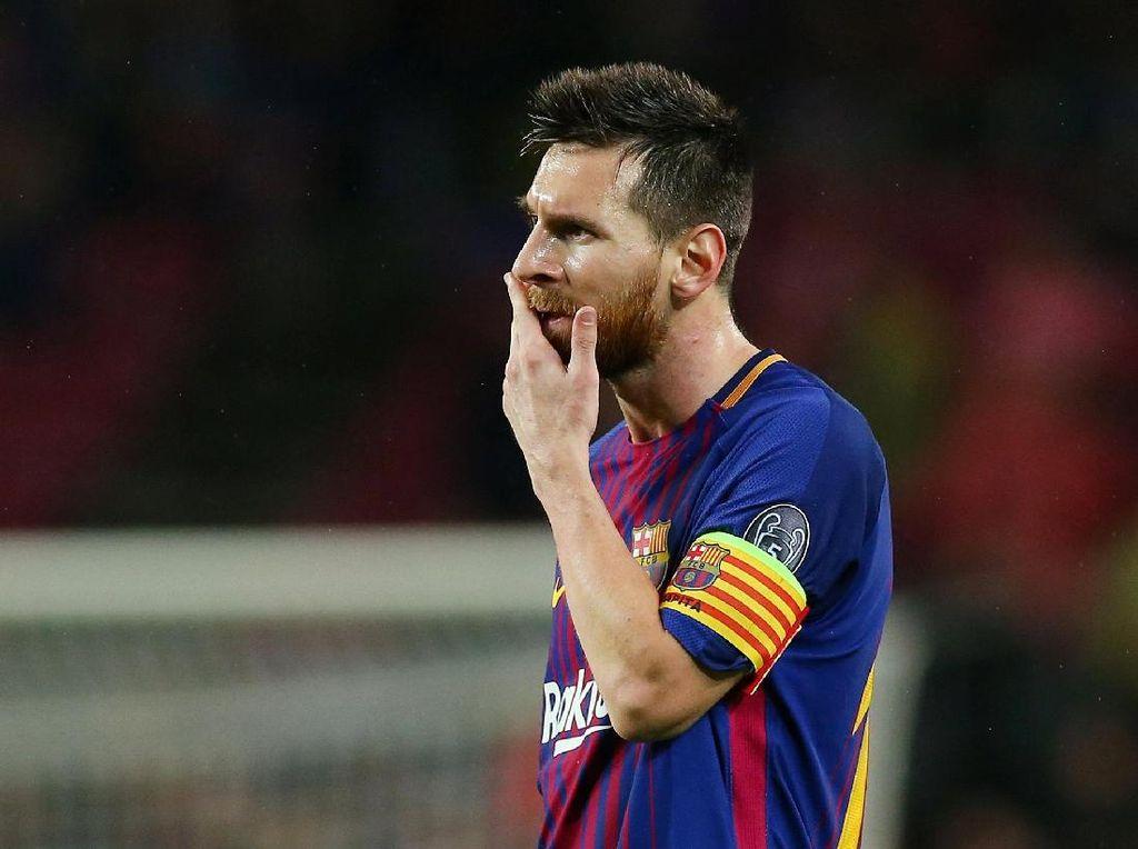 Apa yang Dimakan Messi dari Balik Kaus Kakinya?