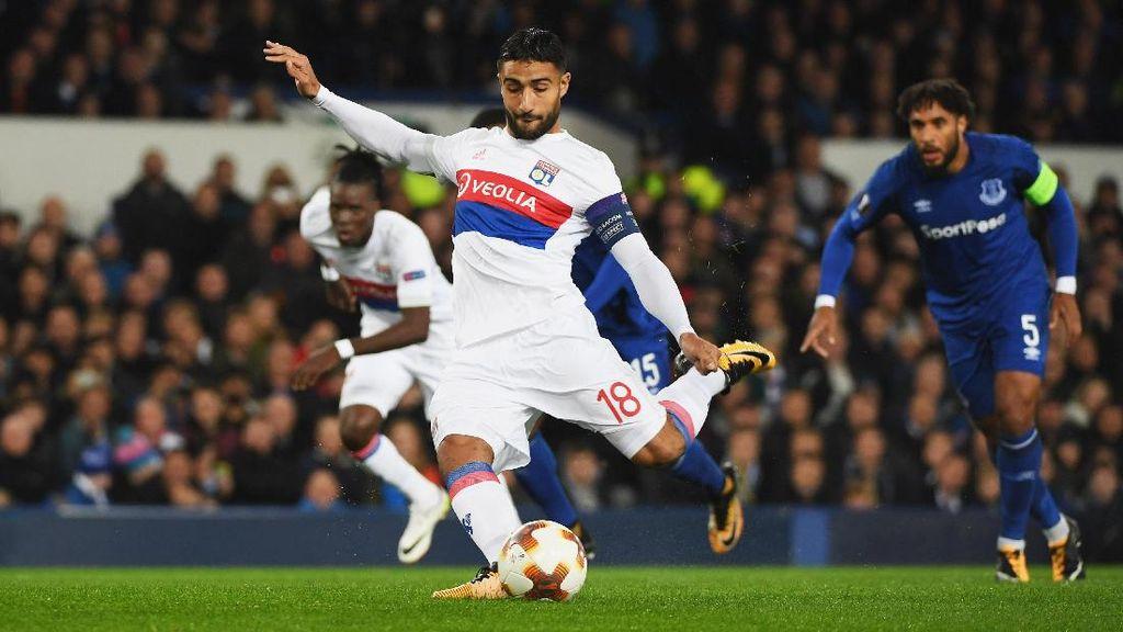 Dikalahkan Lyon, Everton Tetap Jadi Juru Kunci