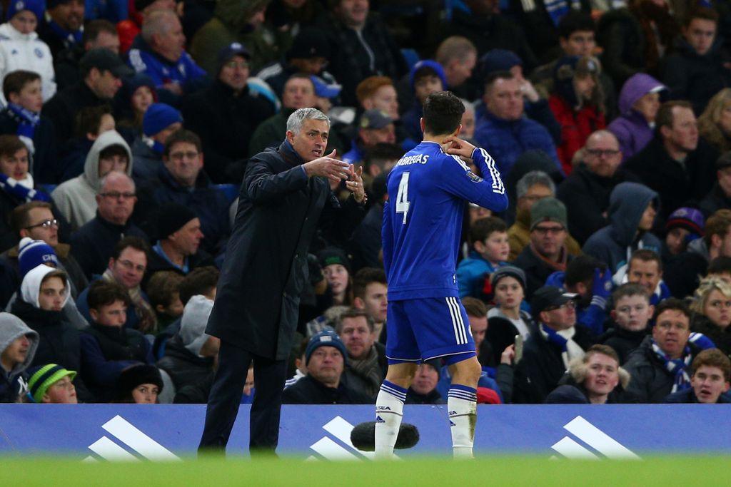 Jose Mourinho yang membawa Fabregas ke Chelsea