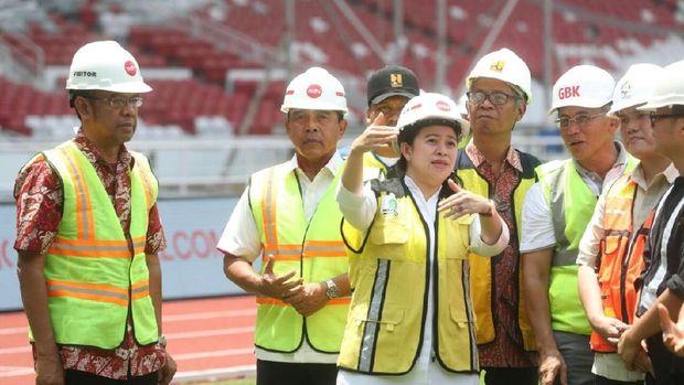 Menteri Koordinator Pembangunan Manusia dan Kebudayaan (Menko PMK) Puan Maharani meninjau venue-venue di Gelora Bung Karno, Jumat (20/10/2017).