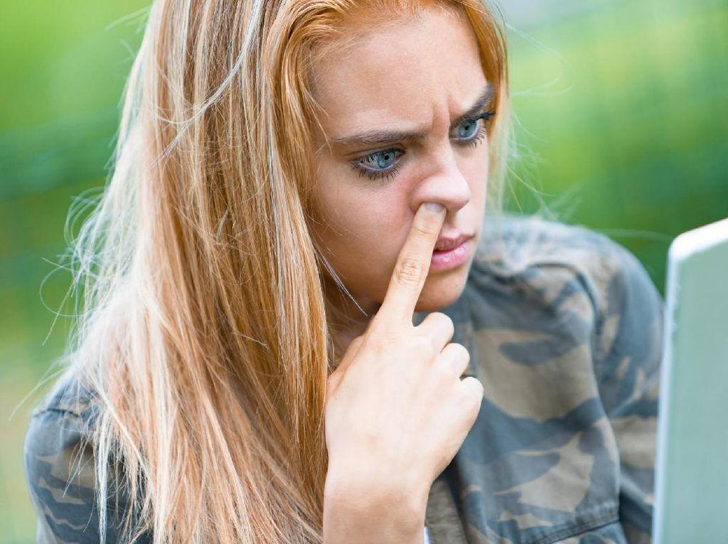 Terlanjur Menelan Ingus Saat Pilek, Berbahayakah Bagi Tubuh?