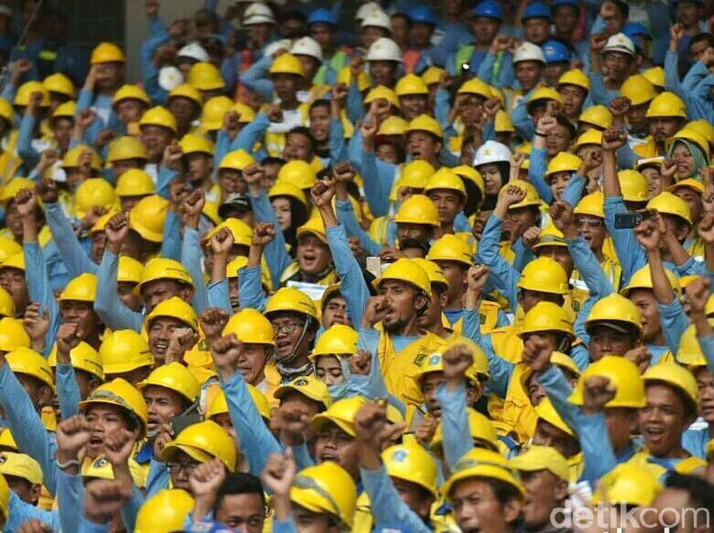 Pengusaha Minta Jokowi Bereskan Aturan Upah Tenaga Kerja