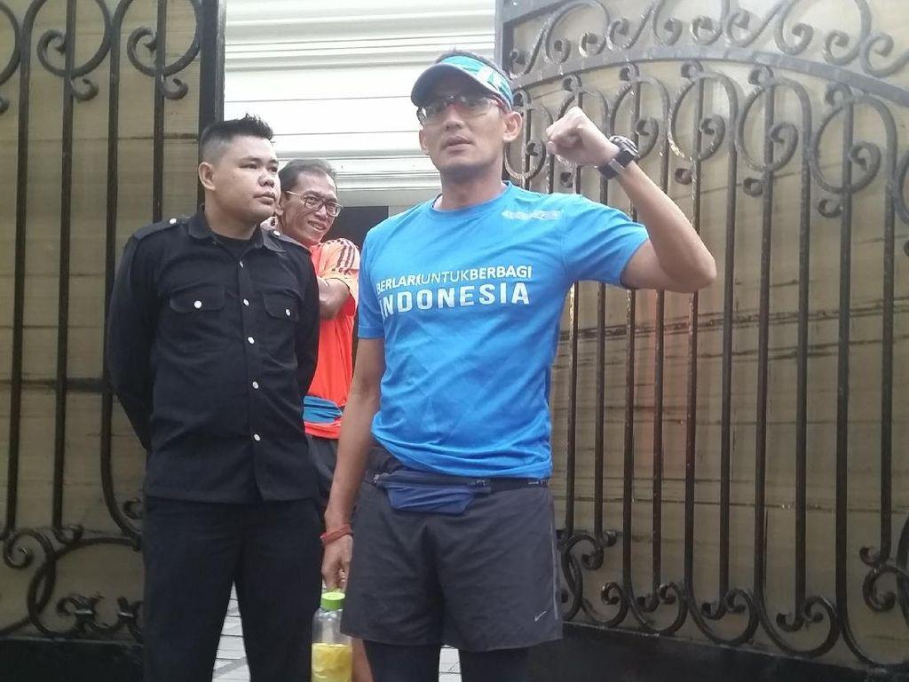 Sambil Lari Pagi, Sandiaga Cek Trotoar Jalanan Ibu Kota