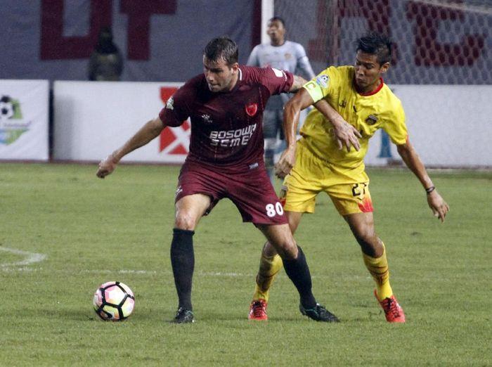 Laga PSM Makassar melawan Bhayangkara FC di Liga 1 musim lalu. (Foto: Dok. Bhayangkara FC)