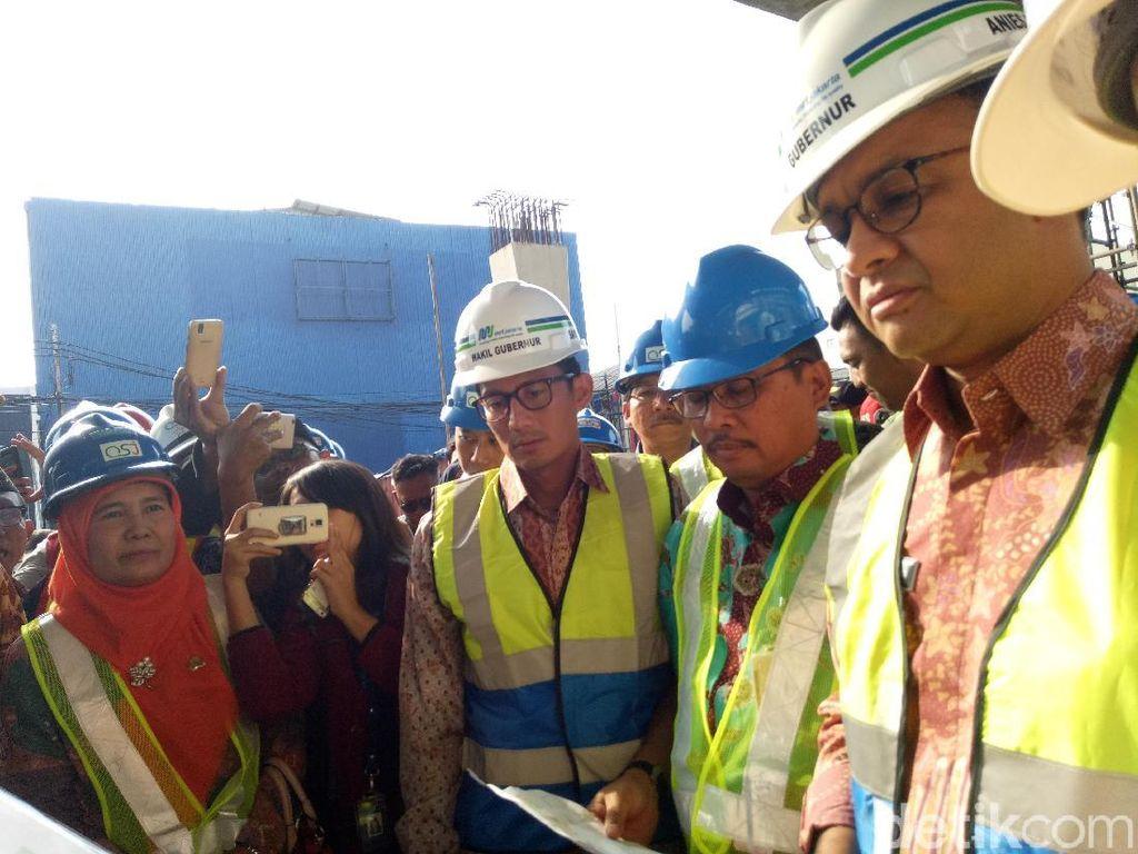 Berduaan Lagi, Anies-Sandi Pantau Proyek MRT di Fatmawati