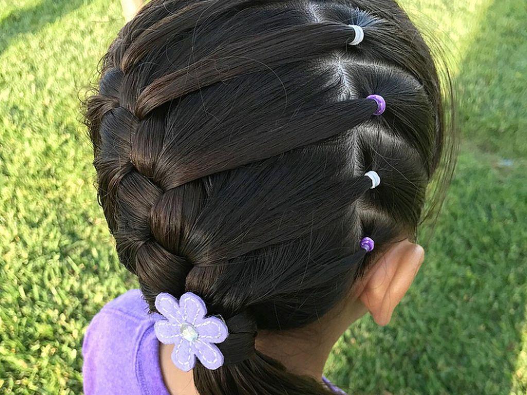 Foto Anak Kecil Lucu Rambut Pendek Gaya Selfie Kekinian