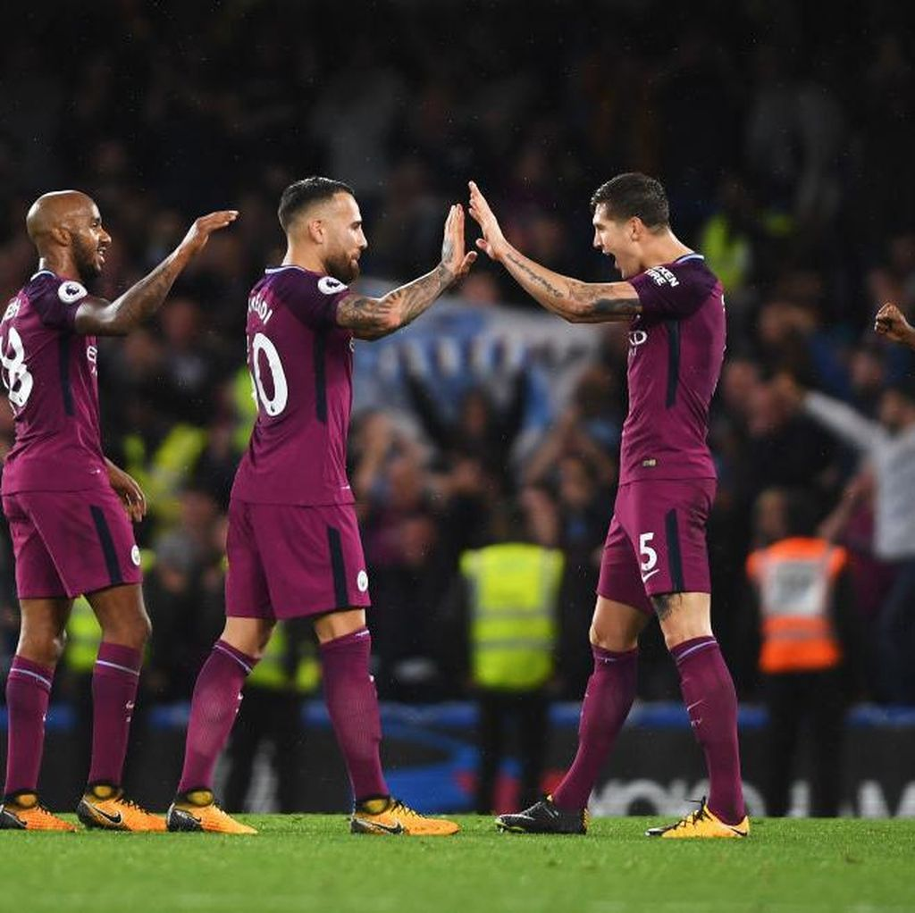 Duet Otamendi-Stones Bikin Guardiola Tak Pusingkan Absennya Kompany