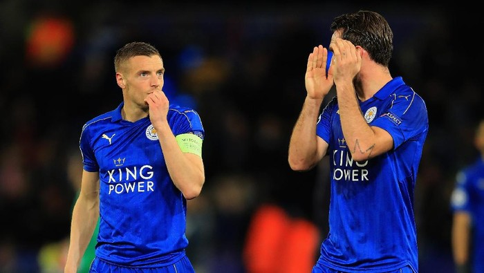 LEICESTER, ENGLAND - APRIL 18:  Jamie Vardy of Leicester City and Christian Fuchs of Leicester City are dejected after the UEFA Champions League Quarter Final second leg match between Leicester City and Club Atletico de Madrid at The King Power Stadium on April 18, 2017 in Leicester, United Kingdom.  (Photo by Richard Heathcote/Getty Images)