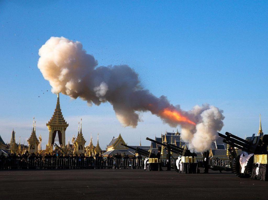 Melihat Latihan Prosesi Pemakaman Raja Thailand