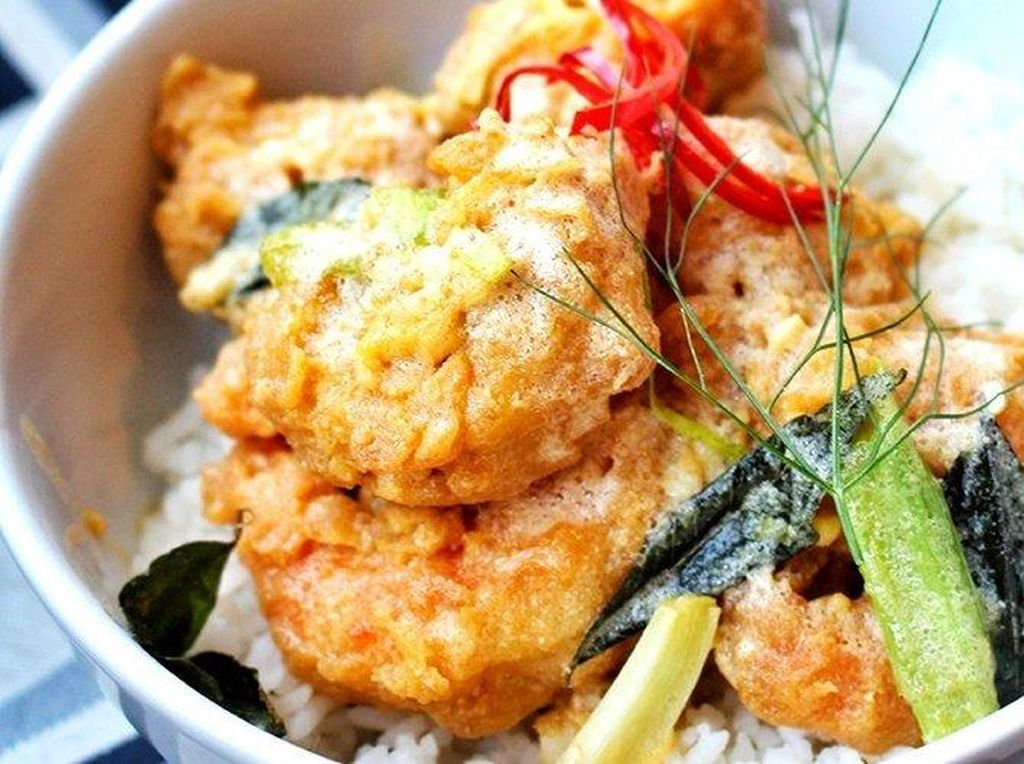 Yuk, Cicip Rice Bowl Ayam dan Dory Saus Telur Asin di 5 Tempat Ini