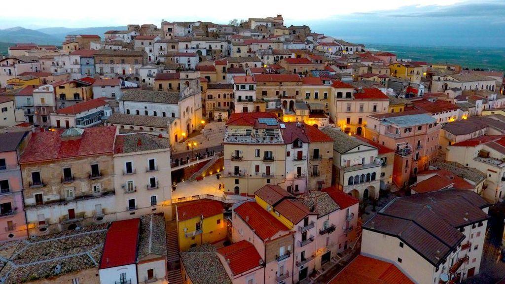Pindah ke Kota di Italia Ini Dibayar Mulai Rp 12 Juta, Mau?