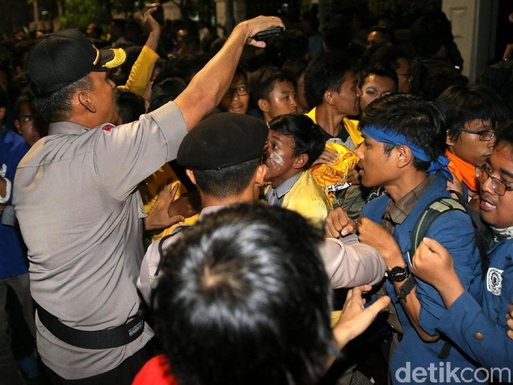 Penahanan 2 Mahasiswa Pendemo Istana Ditangguhkan